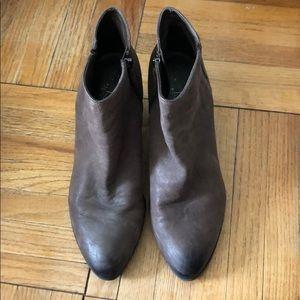 Nubuck taupe booties